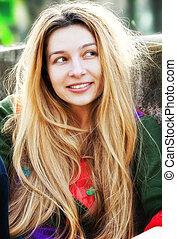 cute, mulher, jovem, longo, um, cabelo