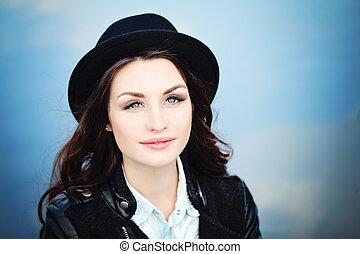 cute, mulher, morena, pretas, ao ar livre, chapéu