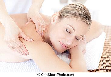 cute, mulher, recebendo, um, massagem