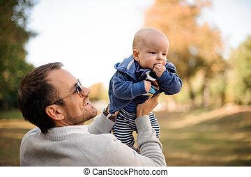 cute, pai, filho, bebê, sorrindo, tocando