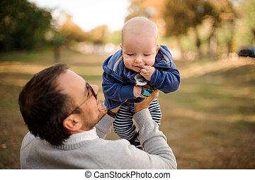 cute, pai, parque, filho, bebê, tocando