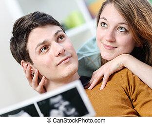 cute, par, det imagines, fremtiden, i, deres, ufødt barn, hos, ultralyd, afbildningerne, ind, hænder