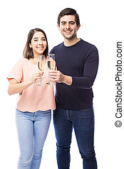 cute, par, fazer, um brinde, com, champanhe