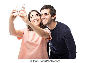 cute, par hispânico, levando, um, selfie