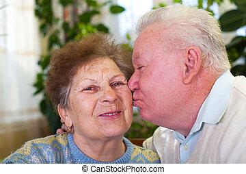 cute, par velho, beijando