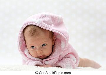 cute, pequeno, menina bebê, em, cor-de-rosa, manto