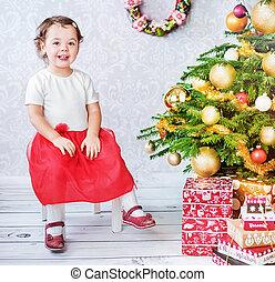 cute, pequeno, sentando, árvore, nesxt, menina, natal