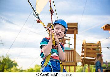 cute, pequeno, toddler, pátio recreio, menino, ensolarado, parque, day., corda, verão, aventura, atividade, escalando, desfrutando, structure.