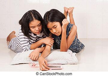 cute, quarto jogo, móvel, menina asiática, mentindo