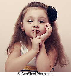 cute, silencioso, lips., mostrando, sinal, dedo, vindima, pequeno, criança