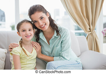 cute, sorrindo, câmera, filha, mãe