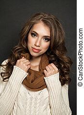 cute, ung kvinde, hos, sunde, curly hår, closeup, portræt