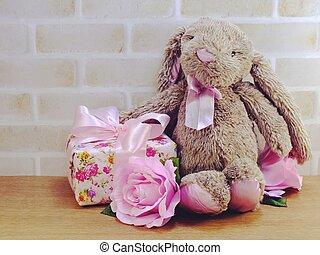 cute, urso teddy, boneca, com, caixa presente, e, flores, com, espaço cópia, para, páscoa, dia