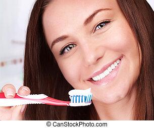 Cute woman clean teeth - Closeup portrait of beautiful...