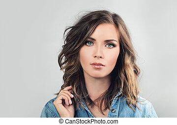 Cute Woman. Pretty Face. Beauty Fashion Portrait