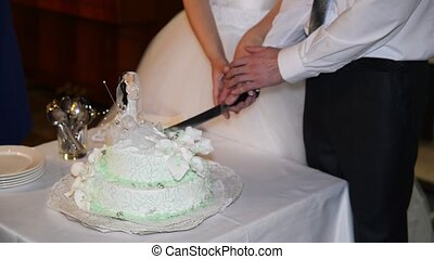 Cutting and folding plates on the wedding cake