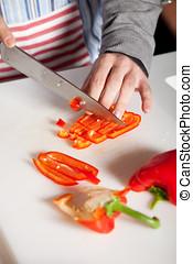 Cutting the pepper