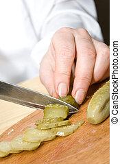 Cutting up ?ucumber
