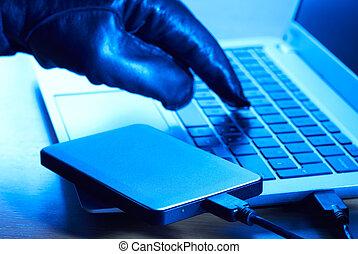 cyber, 犯罪者, ダウンロード, データ, に, ポータブル, ハード・ドライブ