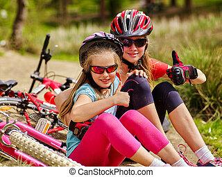 cyclisme, famille, séance, bicycles., vélos, heureux
