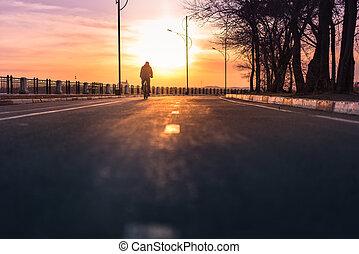 cycliste, bas, silhouette, route, équitation