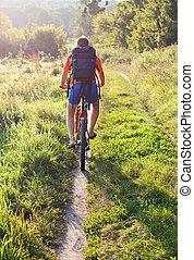 cycliste, distance, road., loin, dos, nous, équitation