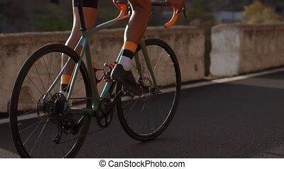 cycliste, montagne, gros plan, pédales, roue, équitation, summer., direction, route, roues