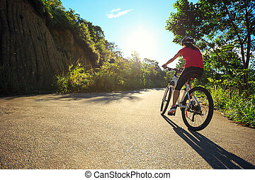 cycliste, piste, cyclisme femme, forêt