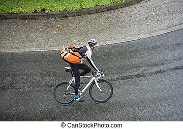 cycliste, sac à dos, rue, mâle