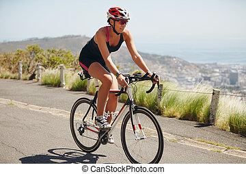 cycliste, triathlon, femme, pratiquer, concurrence