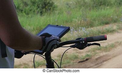 cycliste, utilisation, tablette, numérique