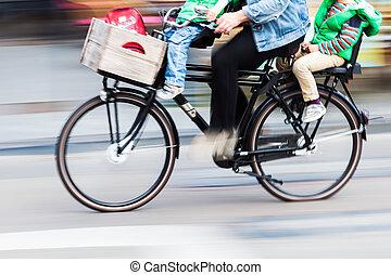 cycliste, vélo, deux, ternissure mouvement, enfants