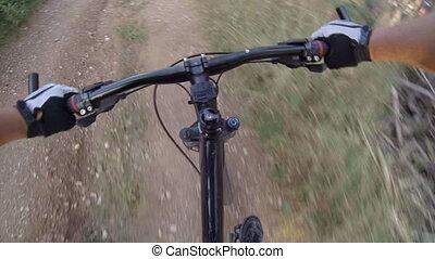 cycliste, vélo voyageant, montagne