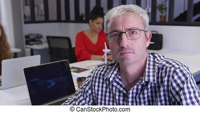 człowiek, biuro, pracujący, twórczy, kaukaski