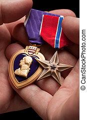 człowiek, dzierżawa, purpurowe serce, i, brąz, wojna, medals