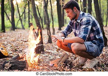 człowiek, las, ognisko, posiedzenie
