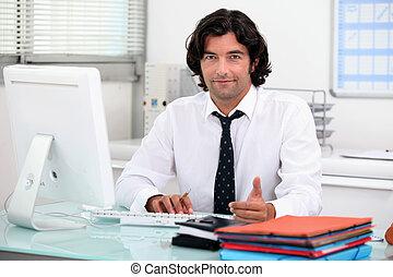 człowiek, na, przedimek określony przed rzeczownikami, biuro.