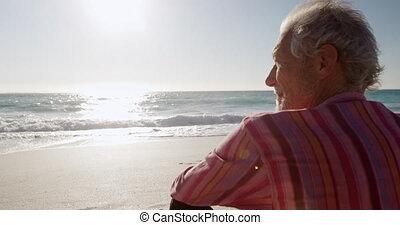 człowiek, piasek, posiedzenie, senior, plaża