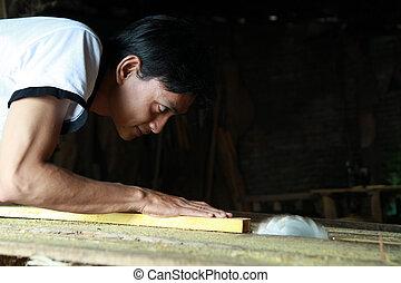 człowiek, pracujący dalejże, drewno, przemysł