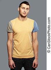 człowiek, przystojny, młody, t-shirt