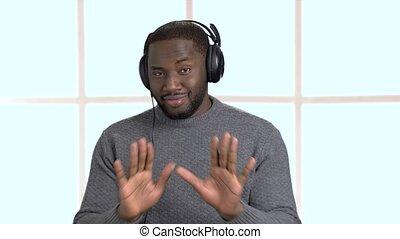 człowiek, przystojny, music., słuchający, słuchawki
