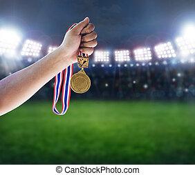 człowiek, przytrzymując, niejaki, złoty medal, przeciw, concept.