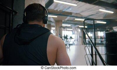 człowiek, sala gimnastyczna, schody, bodybuilder, pieszy