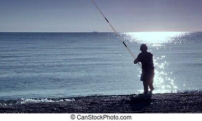 człowiek, stoi, w, morze polewają, i, wędkarski