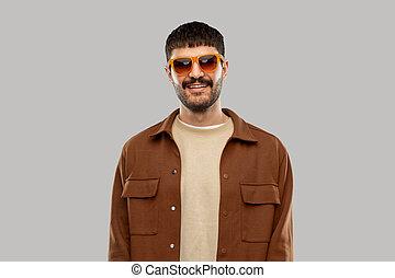 człowiek, uśmiechanie się, młody, sunglasses