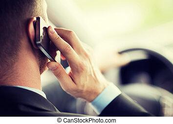 człowiek, używając, telefon, znowu, napędowy, przedimek określony przed rzeczownikami, wóz