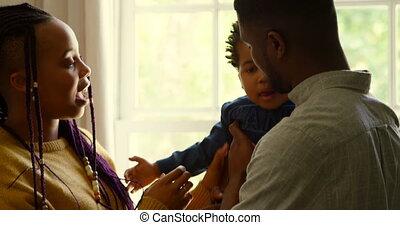czarnoskóry, dom, bok, rodzice, prospekt, ich, wygodny, niemowlę, dzierżawa, 4k, młody