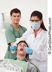 czek, stomatologiczny pacjent, do góry, posiadanie