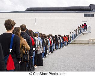 czekając w linie