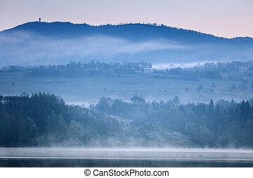Czorsztyn Lake at sunrise